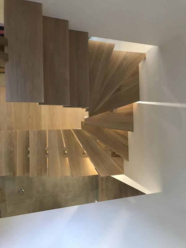 atelier-artisanal-bois-ebeniste-menuisier-fabricant-sur-mesure-salon-escaliers-balustrade-garde-corps-main-courante-6