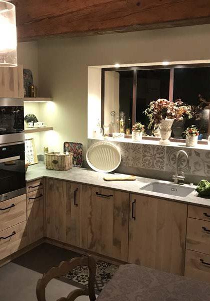 atelier-artisanal-bois-cuisine-fabricant-salle-bain-escalier-agencement-interieur-bibliotheque-placard-dressing-sommieres-cuisine-1